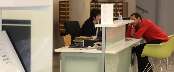 Contacta amb un bibliotecari